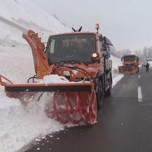 Gračac se bori sa snijegom (Foto: Dnevnik.hr) - 1