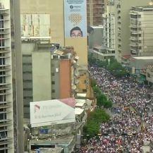 Prosvjedi u Venezueli (Video: Reuters/APTN)