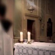 Maloljetnik glumio svećenika (Video: Provjereno)