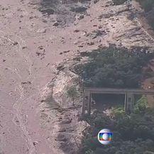 Mulj nakon puknuća brane (Screenshot: Reuters)
