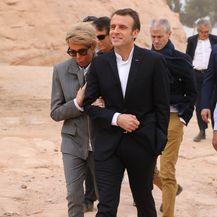 Brigitte Macron u jednostavnoj kombinaciji i tenisicama