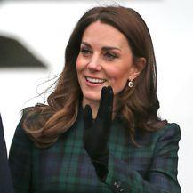 Catherine Middleton u već nošenim štiklama i kaputu starom barem šest godina - 7
