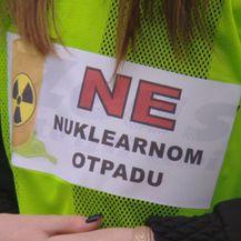 Natpis na okupljanju u Petrinji protiv nuklearnog otpada (Foto: Dnevnik.hr)