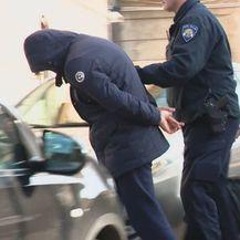 Policija privela dilere - 4