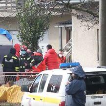 Hitne službe pomažu volonteru koji je pao s krova - 2