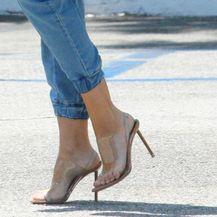 Sofia voli nositi trendi prozirne štikle