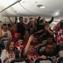 Navijački tulum u avionu (Foto: Dnevnik.hr) - 3