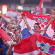 Navijačka atmosfera na Trgu bana Jelačića (Foto: Dalibor Urukalovic/PIXSELL) - 4