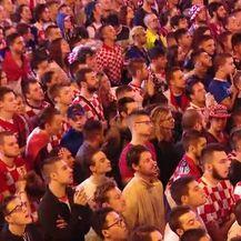 Reakcija navijača na zagrebačkom Trgu bana Jelačića na gol Ivana Perišića kojim je Hrvatska izjednačila rezultat (Video: Dnevnik.hr)