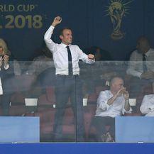 Brigitte i Emmanuel Macron u svečanoj loži na stadionu Lužnjiki
