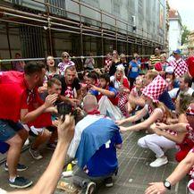 Navijačka atmosfera na Trgu bana Josipa Jelačića tijekom dočeka (VIDEO: Dnevnik.hr/NovaTV)