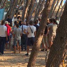 Prosvjed zbog sječe borova (Foto: Dnevnik.hr)