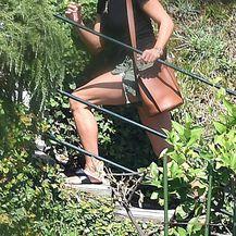 Jennifer Aniston u šorcu i natikačama