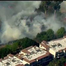 Požar un okolici San Diega (Video: Reuters)