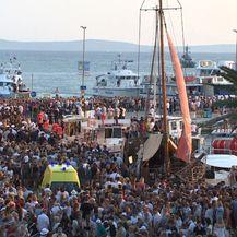 Mnoštvo se oprašta od Olivera Dragojevića (Foto: Dnevnik.hr)