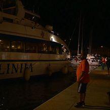 Brod s lijesom Olivera Dragojevića uplovio u Vela Luku (Foto: Dnevnik.hr)