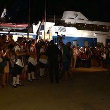 Brod s Oliverovim lijesom uplovio u Velu Luku (Foto: Dnevnik.hr)
