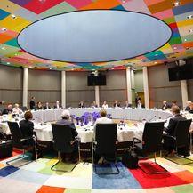 Čelnici država i vlada EU-a na radnom doručku (Foto: screenshot Twitter)