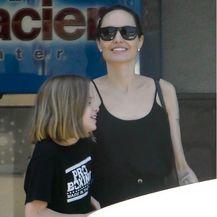 Angelina Jolie u natikačama - 3