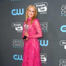Nicole je ljubiteljica odvažne neonske ružičaste nijanse