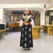 Lucija Hrehorović odjevena u zlataru