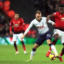 Christian Eriksen i Paul Pogba (Foto: Mike Egerton/Press Association/PIXSELL)