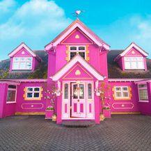 Ružičasta kuća s 'jednorog' vrtom koja se može unajmiti - 1