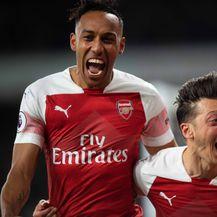 Pierre-Emerick Aubameyang i Mesut Özil (Foto: Mark Pain/Press Association/PIXSELL)