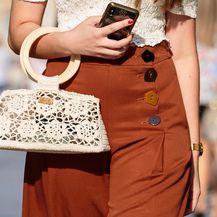 Svoj street style upotpunila je s čipkastom torbicom domaćeg brenda Slavonika