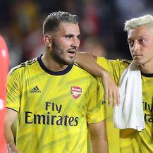 Sead Kolašinac i Mesut Özil (Foto: Firo/DPA/PIXSELL)