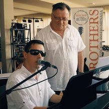 Denis Barta i Halid Bešlić (Foto: Youtube screenshot)