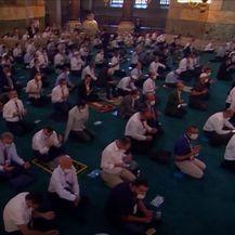 Vjernici opet mole pred Ajom Sofijom - 2