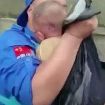 Spašavanje bebe iz poplava u Kini - 3