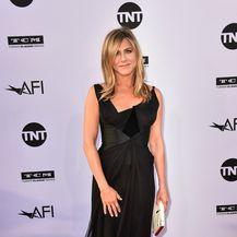 Jennifer u haljini modne kuće Christian Lacroix