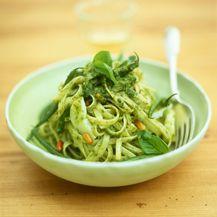 Pesto genovese često se jede sa špagetima