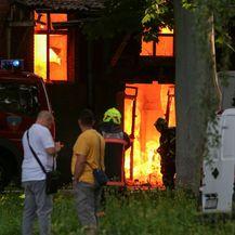 Zagreb: Vatrogasci se bore s velikim požarom u zgradi u Heinzelovoj ulici (Video: Luka Stanzl/PIXSELL)