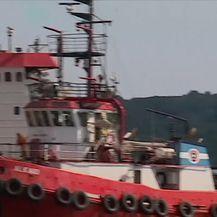 Teretni brod dovučen u Brodotrogir (Video: Dnevnik Nove TV)