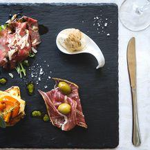 Carpaccio od boškarina, složenac od balanzana i mladog sira, mouss od sira i tartufa te fini istarski pršut, Stare staze