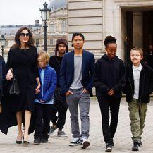 Angelina Jolie i djeca (Foto: Profimedia)