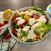 Dresing za salatu od zrnatog sira