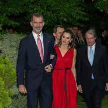 Letizia u crvenoj haljini Caroline Herrere