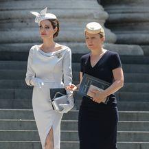 Angelina je bila odjevena u haljinu modne kuće Ralph & Russo