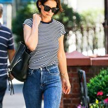 Katie Holmes u trapericama koje (ne) laskaju ženskoj figuri