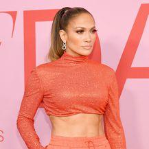 Jennifer Lopez u kreaciji Ralpha Laurena na dodjeli nagrada CFDA Fashion Awards