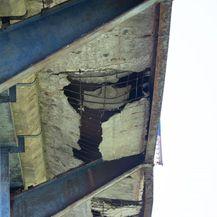 Rupa na Savskom mostu privremeno sanirana iako je podnožje potpuno derutno (Foto: Davor Puklavec/PIXSELL)