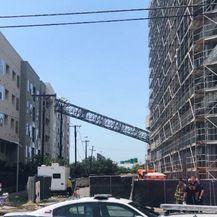 Građevinska dizalica pala na zgradu u Dallasu (Foto: Screenshot/APTN) - 2