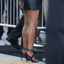 Jennifer Aniston u maloj crnoj haljini - 5