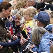 Vojvotkinja i vojvoda pozdravili su okupljene građane