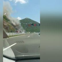 Na autocesti A6 zapalio se autobus (FOTO: Printscreen/Željka Mikulčić)