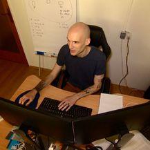 Josip Matijević za kompjuterom (Foto: Dnevnik.hr)